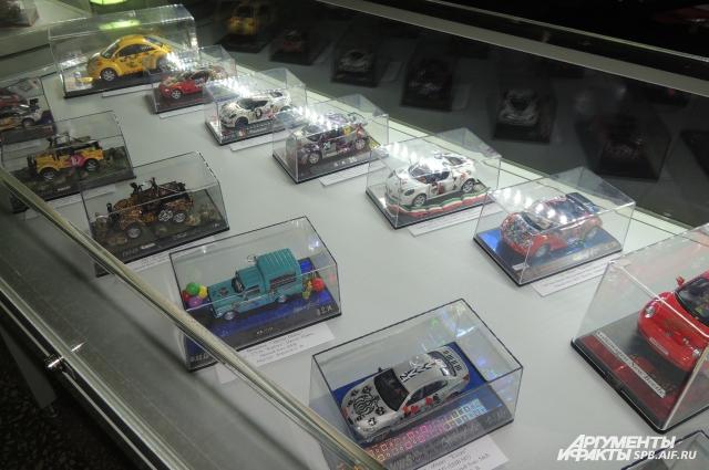 На выставке представлено 135 моделей машин.