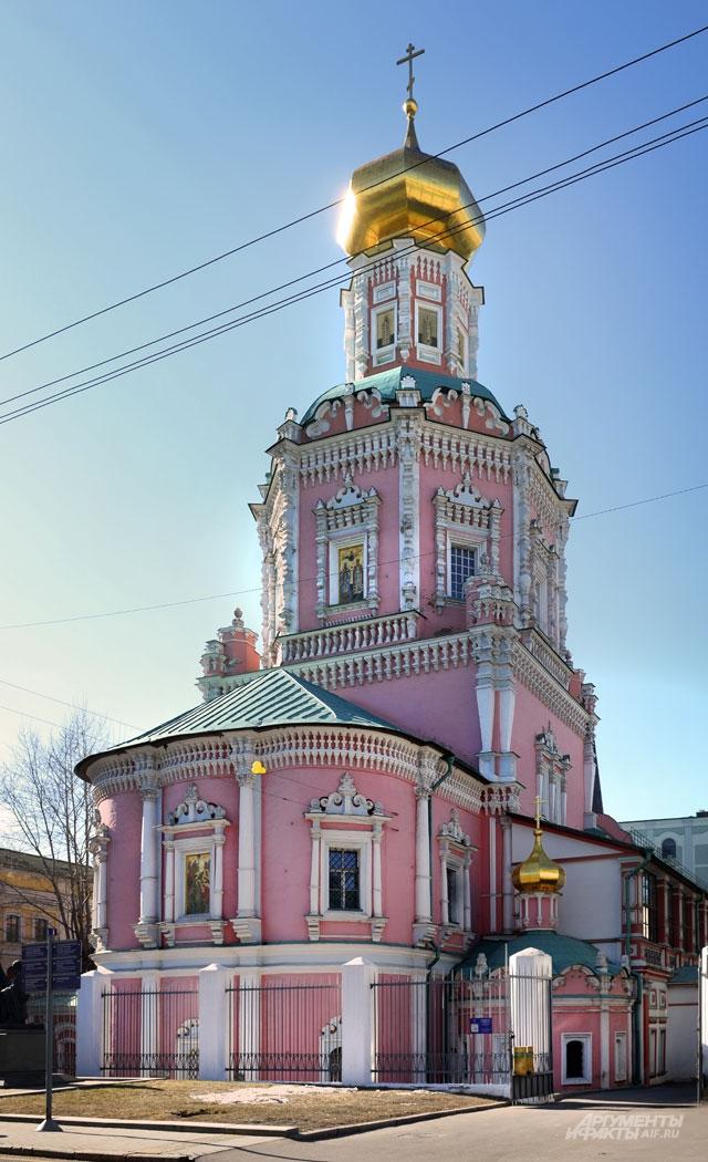 Церковь бывшего Богоявленского монастыря на одноименной улице.
