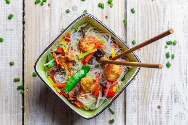 Лапша с овощами в азиатском соусе