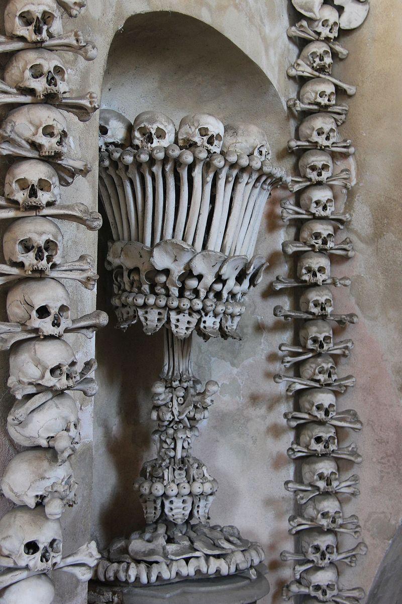 В этой чешской часовне все внутреннее убранство - из костей.