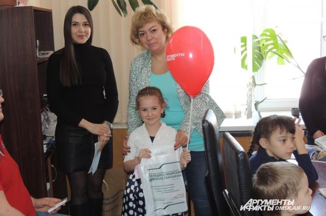 Своими рисунками дети поздравили мам с 8 Марта.