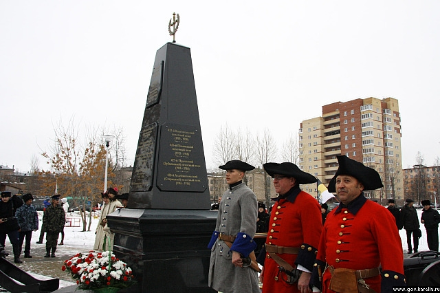 Памятник народному ополчению в наши дни открыли в Петрозаводске