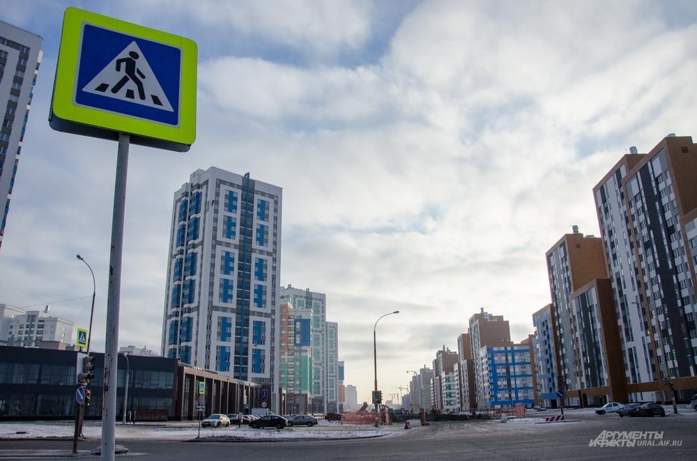 Сейчас производятся капитальные дорожные работы по новой улице Академика Сахарова.