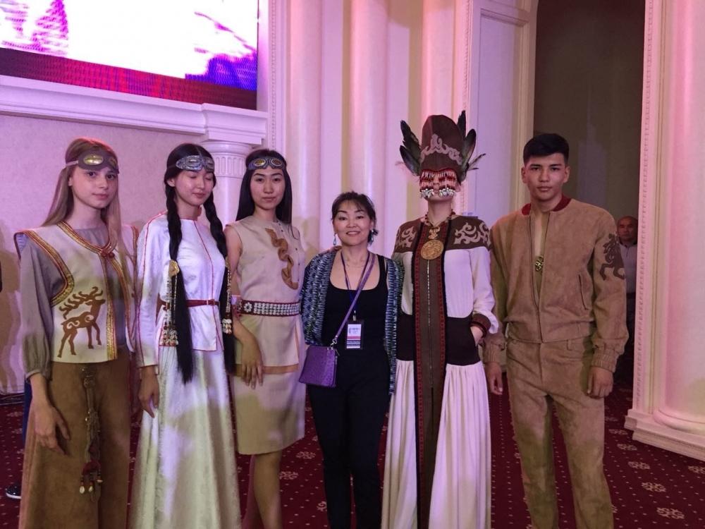 На конкурсе алтайский дизайнер представила пять костюмов