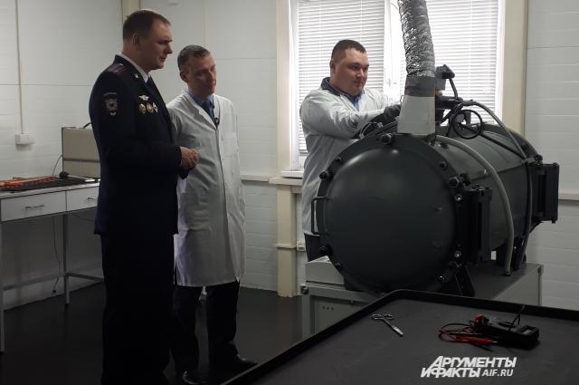 Эксперты показали результат подрыва гранаты РГД-5 в вакуумном взрывотехническом комплексе.