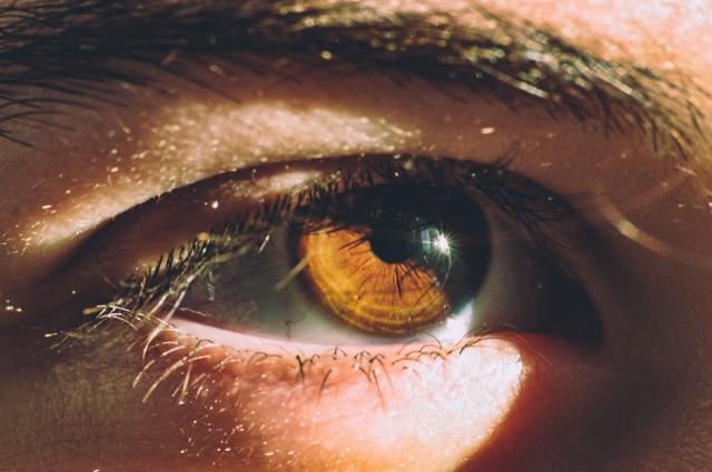 Длительное воздействие ультрафиолетовых лучей на сетчатку небезопасно.