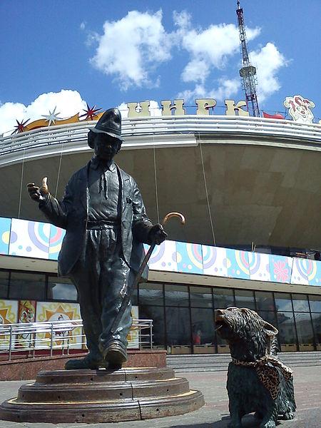 Памятник Карандашу и Кляксе.