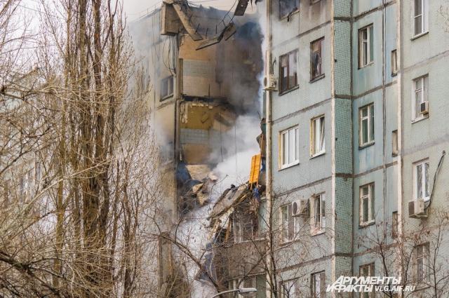 Полностью уничтожено несколько десятков квартир.