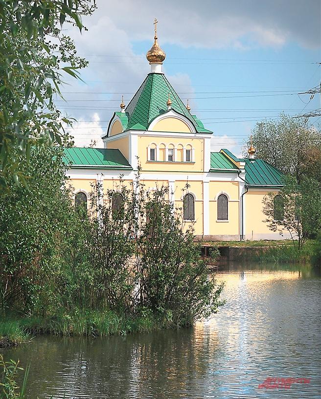 Храм во имя иконы Божией Матери «Живоносный источник» на Святом озере.