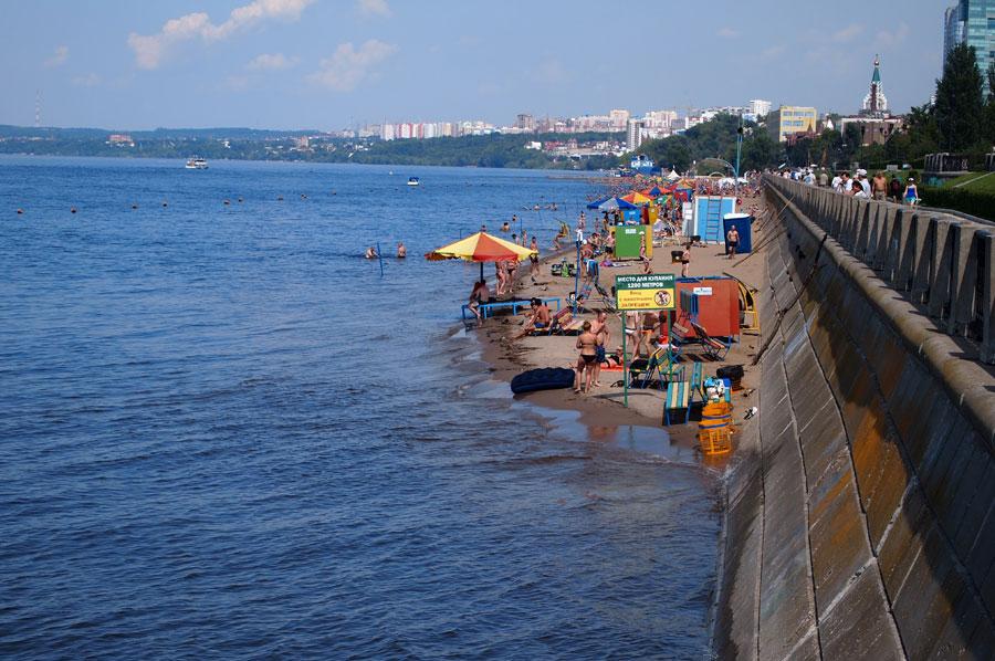 Вода вплотную подошла к парапету самарской набережной.