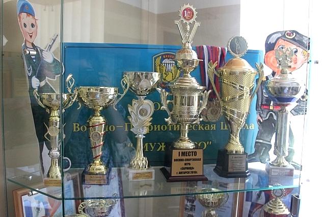 За годы работуы у школа накопилось большое количество наград.