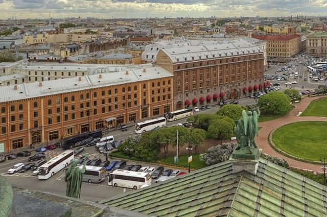 В квартире на Малой Морской Гоголь работал над своими повестями.
