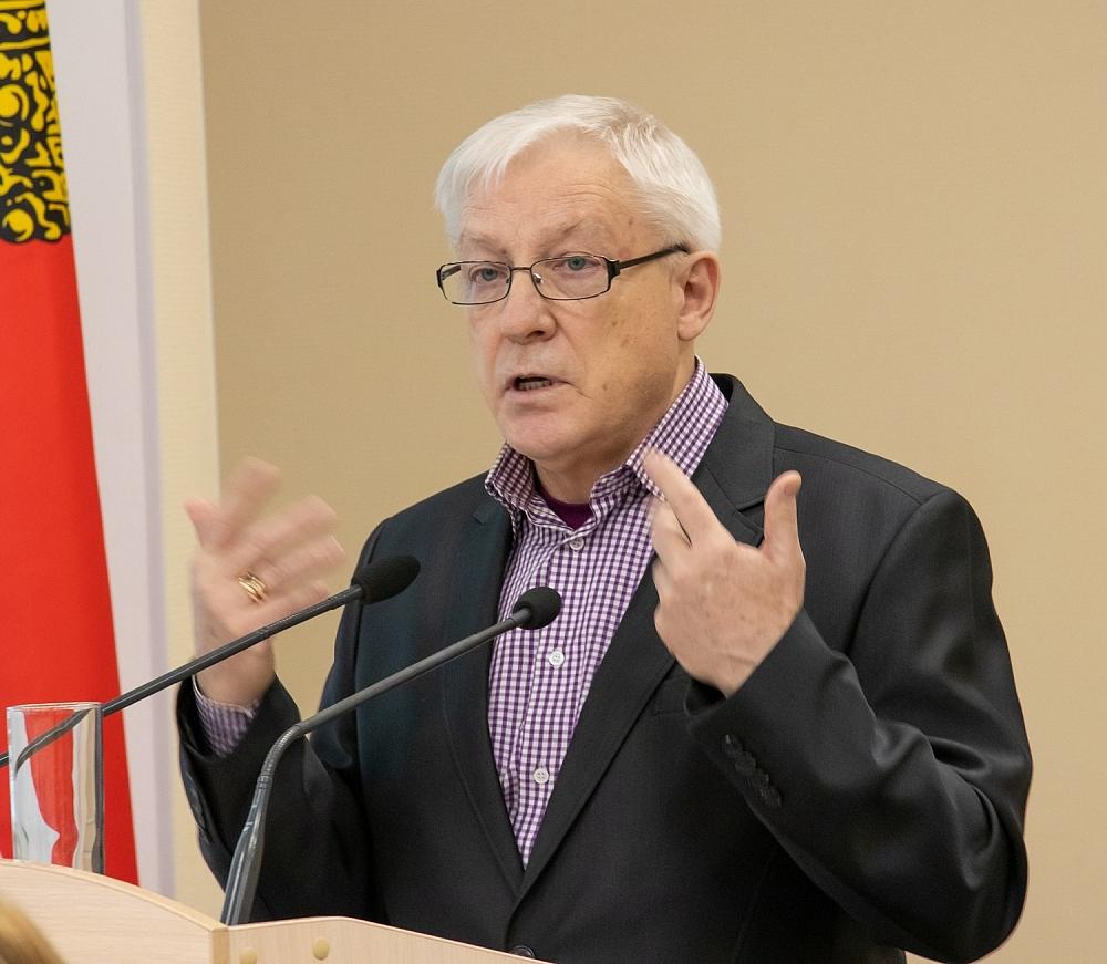 Одним из докладчиков на форуме выступил Юрий Клейчерг, который основал научную школу «Психологии девиантного поведения».