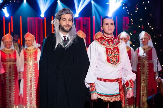 В финале песни появился ведущий шоу в костюме ведьмака.