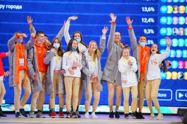 Всего победителями конкурса «Большая перемена» стали 300 учеников 9-10 классов и 300 одиннадцатиклассников.