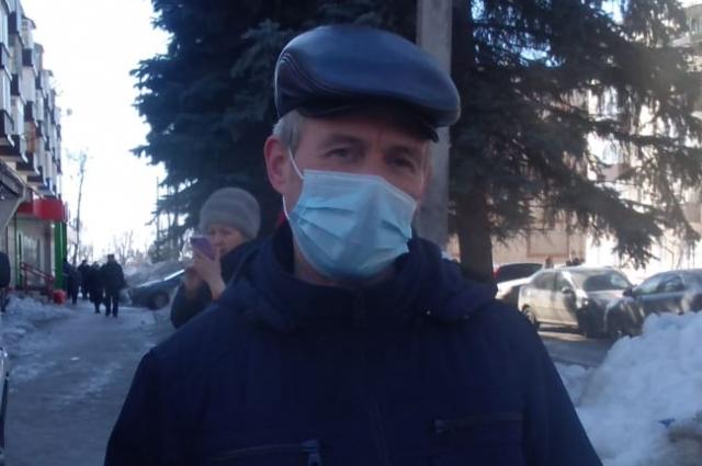 Владимир Герасимов живёт на третьем этаже разрушенного здания