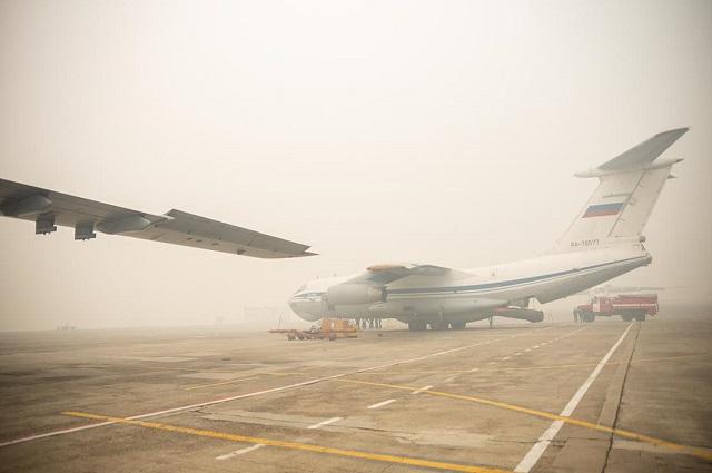 Ил-76 способен поднять 42 тонны воды и может сделать за сутки 4 подъема.