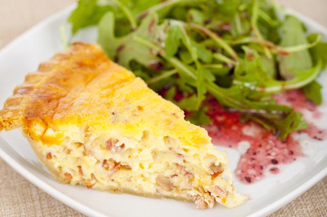Запеканка с сыром и сосисками