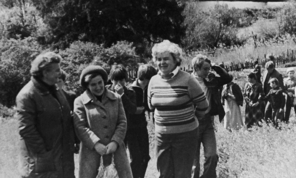 Тамара Ильясова (справа) в Языковском парке в середине 1970-х годов.