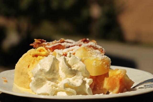 Апельсиновый сорбет - легкое угощение в жаркий день.