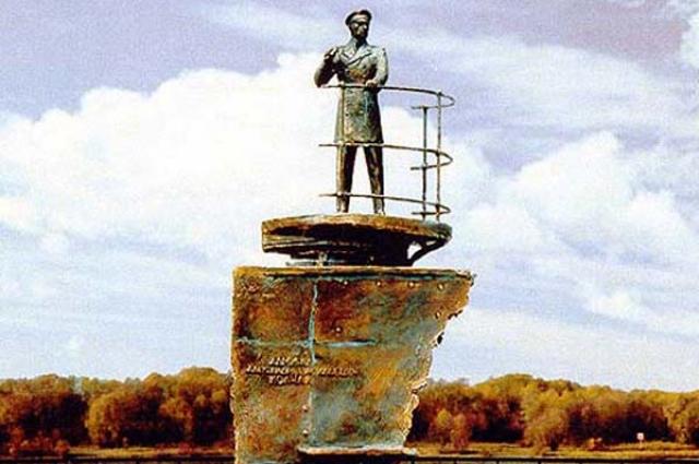По задумке, памятник должен был характеризовать Колчака, как исследователя полярных широт.