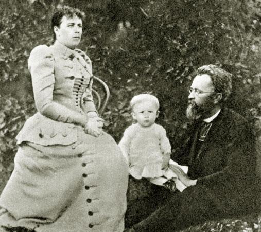 Сергей Прокофьев в возрасте одного года с родителями. 1892 год
