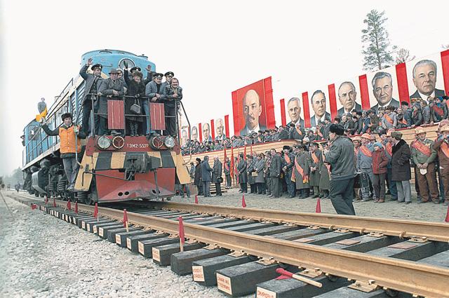 Идеологический паровоз советской эпохи в конце концов завёл страну в тупик