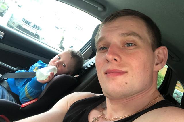 Леша Сеитов с сыном.