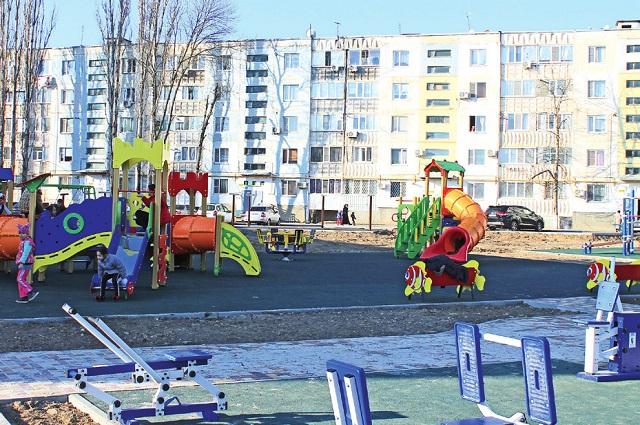 В округе создано несколько детских и спортивных площадок.