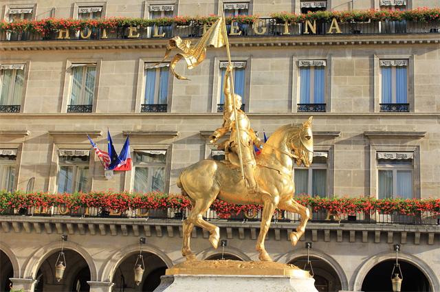 Памятник Жанне д Арк в Париже