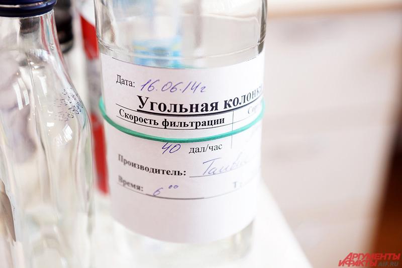 Сначала на газовом хроматографе отбирается спирт для приёмки, чтобы определить токсичные микропримеси