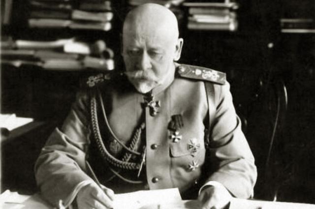 Владимир Сухомлинов