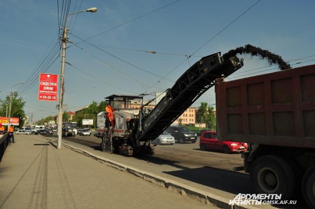 Работы ведутся сразу на нескольких городских магистралях.