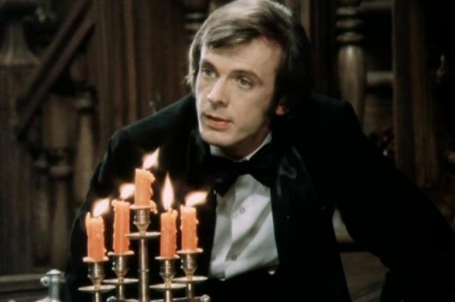 В картине Георгий Тараторкин сыграл роль Роберта, сына старого лорда Уорбека.