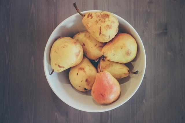 Из груши можно приготовить изысканный осенний десерт.