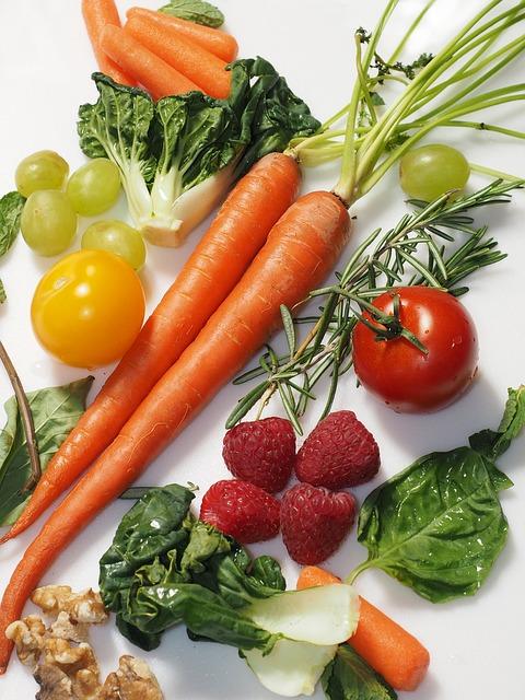 Ешьте побольше овощей и фруктов в любом виде.