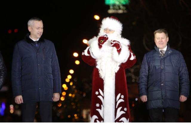 Горожан поздравили руководители города и области.