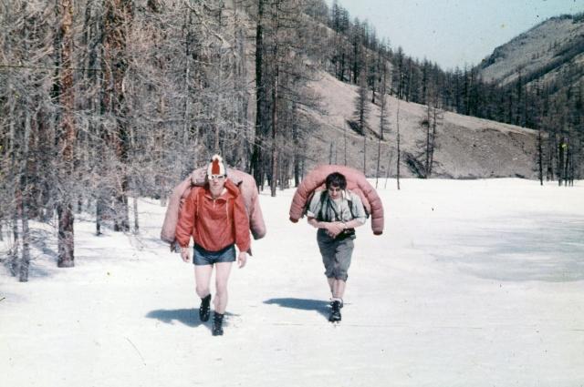 1978 г. Тува, начало разведки района. Слева - Александр Хороших, справа - Виталий Овчинников.