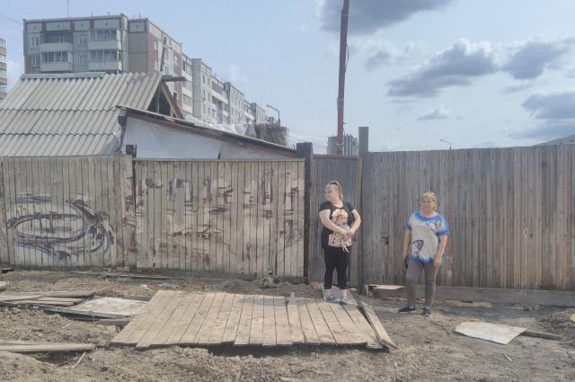 Семья Рыжковых пытается отстоять своё право на достойную компенсацию. Но с бульдозерами и огнём спорить сложно.