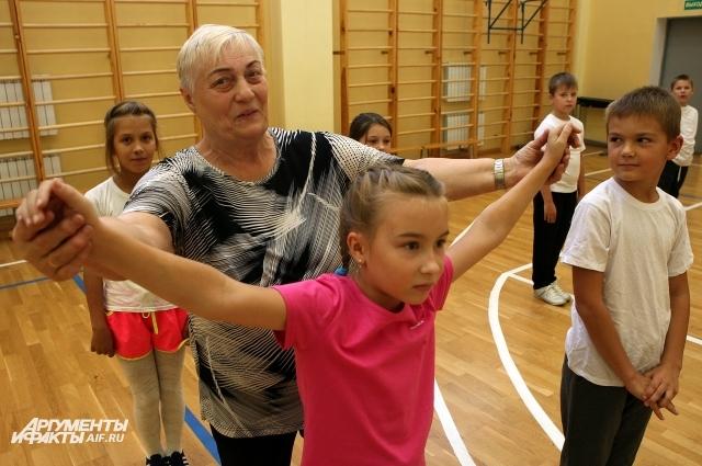 Феодора Новикова преподаёт физкультуру уже 53 года.
