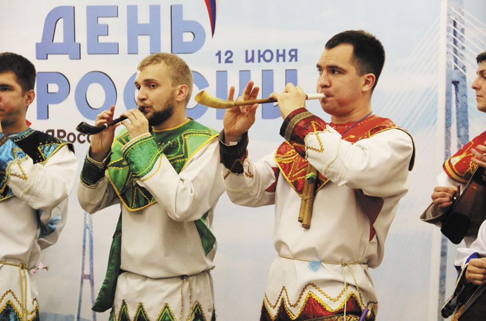 В День России - народная музыка.
