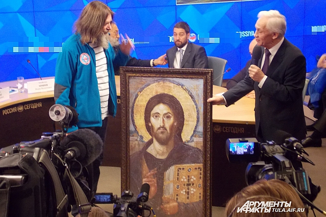 Конюхову подарили икону