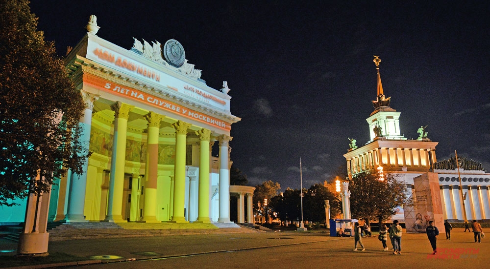 3D-шоу на ВДНХ - подарок «Моих документов» москвичам на собственный день рождения.