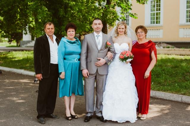 На регистрации и венчании присутствовали родители Наташи и Паши.