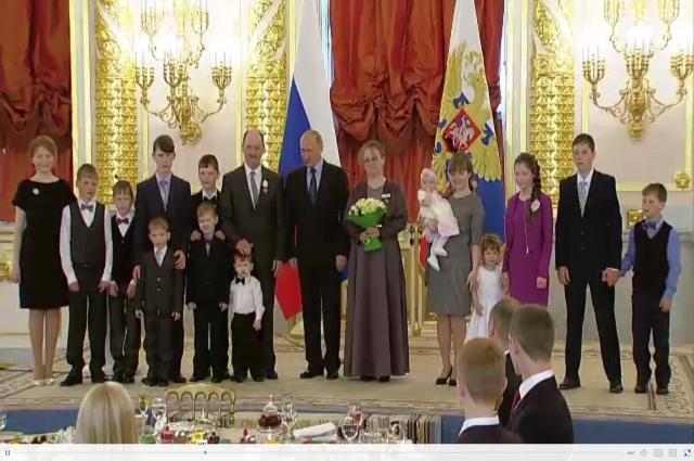 На церемонию награждения в Кремль семья Богомоловых приехала в полном составе.