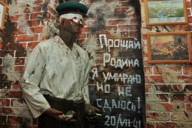 Инсталляция «Последний боец Брестской крепости».