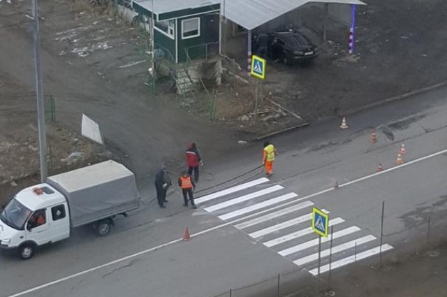Так ещё недавно выглядел пешеходный переход на Краснопольском проспекте.