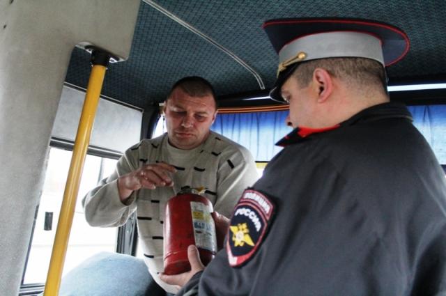 Внимание обращали на наличие в общественном транспорте тахографов, огнетушителей, автомобильных аптечек и ремней безопасности.
