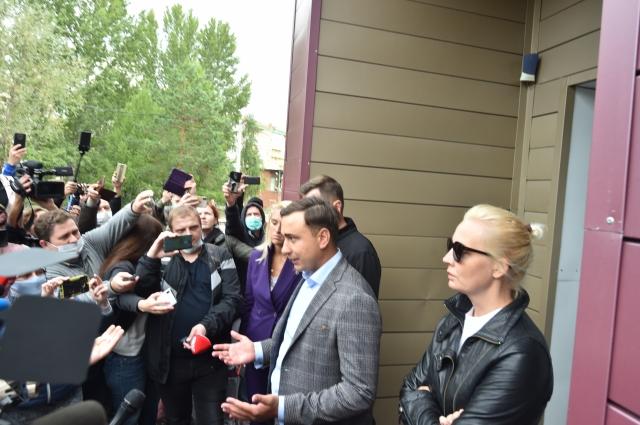 Близкие Навального обвинили омских врачей в том, что они поставили неверный диагноз пациенту.