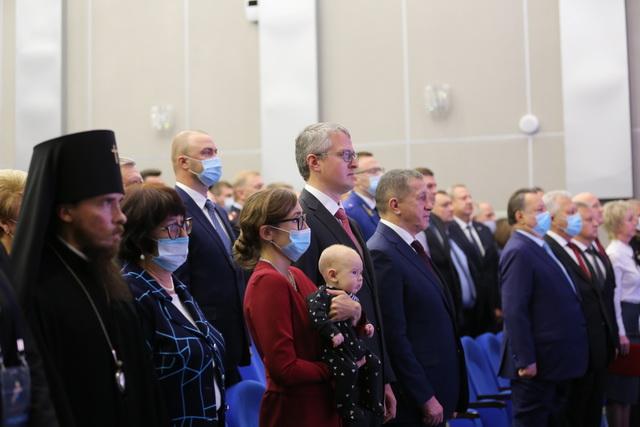На инаугурации присутствовали мама, супруга и маленький сын Владимира Солодова.